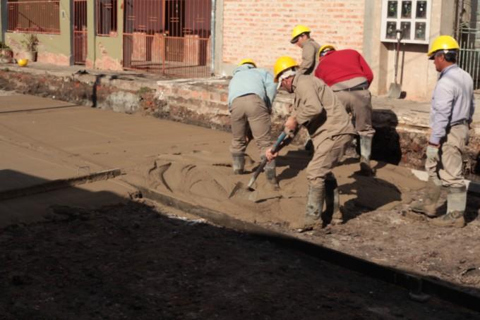 Financiamiento compartido: municipio y vecinos ejecutan obras de pavimento urbano en cuatro barrios de la ciudad