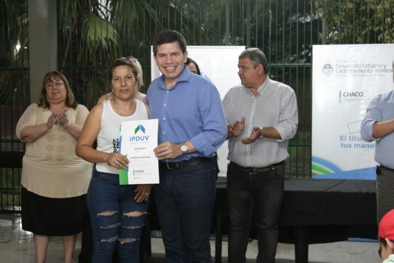 EL GOBIERNO ENTREGÓ 143 TÍTULOS DE PROPIEDAD EN EL BARRIO DON BOSCO