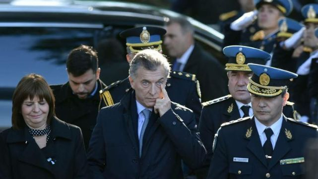 Balean a custodio del presidente Macri