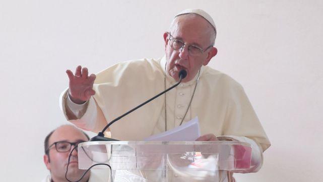El Papa animó a los pibes a seguir a María,