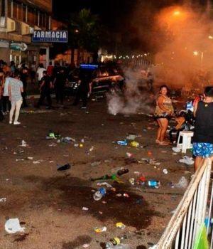 Pánico y caos en carnaval de Corrientes por una bomba de gas lacrimógeno