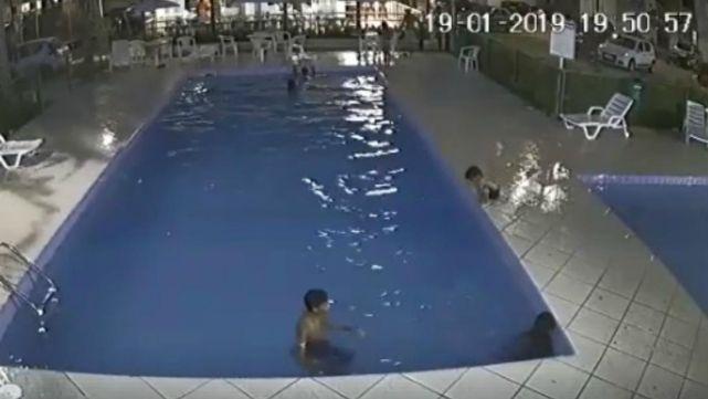 Portero héroe le salvó la vida a nene que se ahogaba en la colonia
