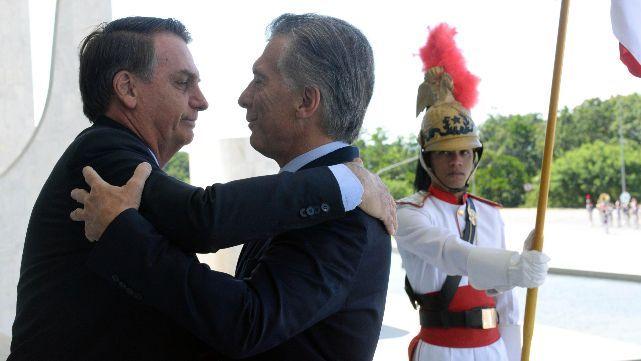 Macri se abrazó con Bolsonaro