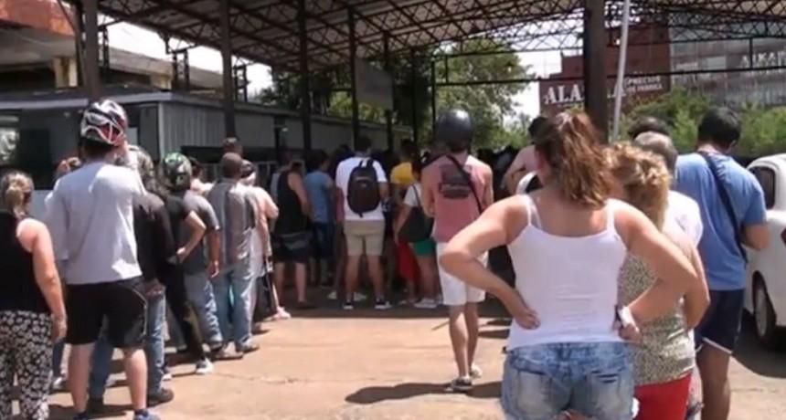 Video: Largas filas para ingresar a Paraguay