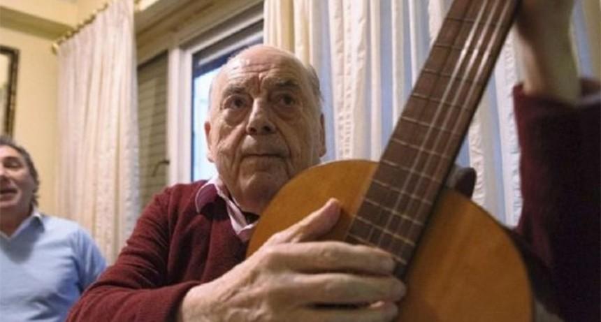 A los 89 años murió el fundador de Los Chalchaleros Juan Carlos Saravia