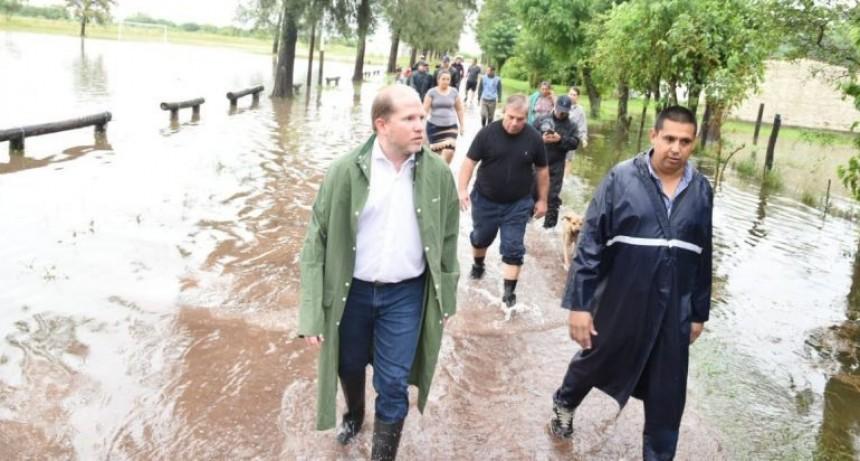 Chapo llevó asistencia y recorrió las zonas más afectadas por el temporal en Basail