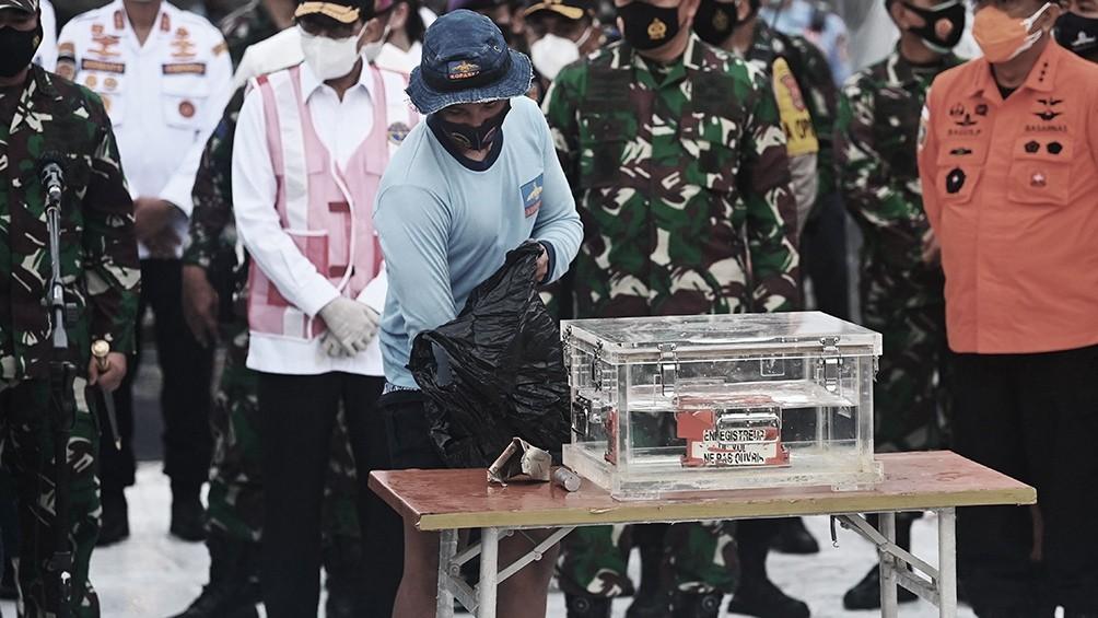 Recuperaron una caja negra del Boeing que se estrelló en Indonesia