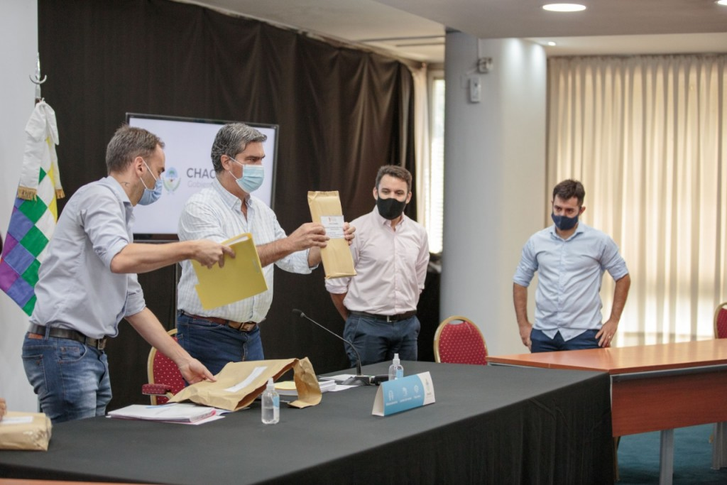 Capitanich abrió los sobres de licitación para la refacción y ampliación del CEF N°1