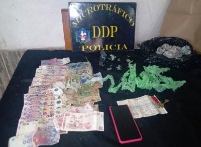 Resultados positivos en allanamientos: 3 detenidas, envoltorios con cocaína y $90.000