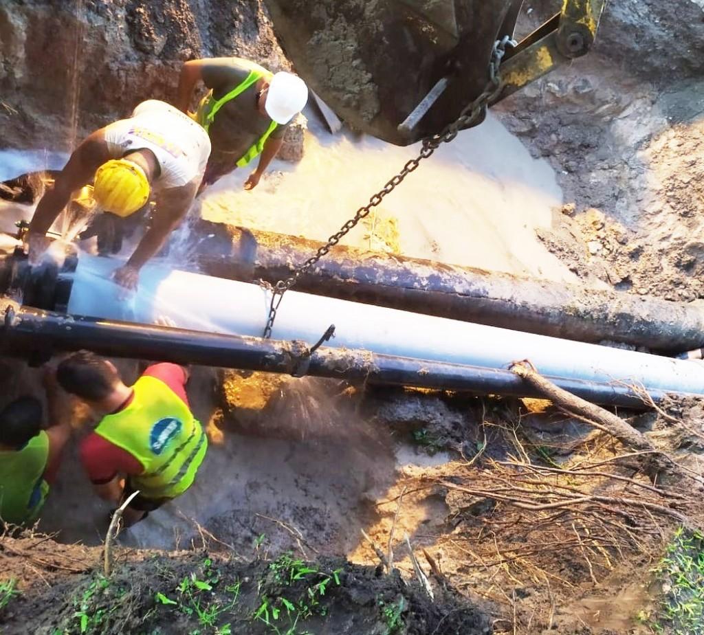 SAMEEP reparó pérdidas en un caño maestro de agua en la avenida las Heras de Resistencia