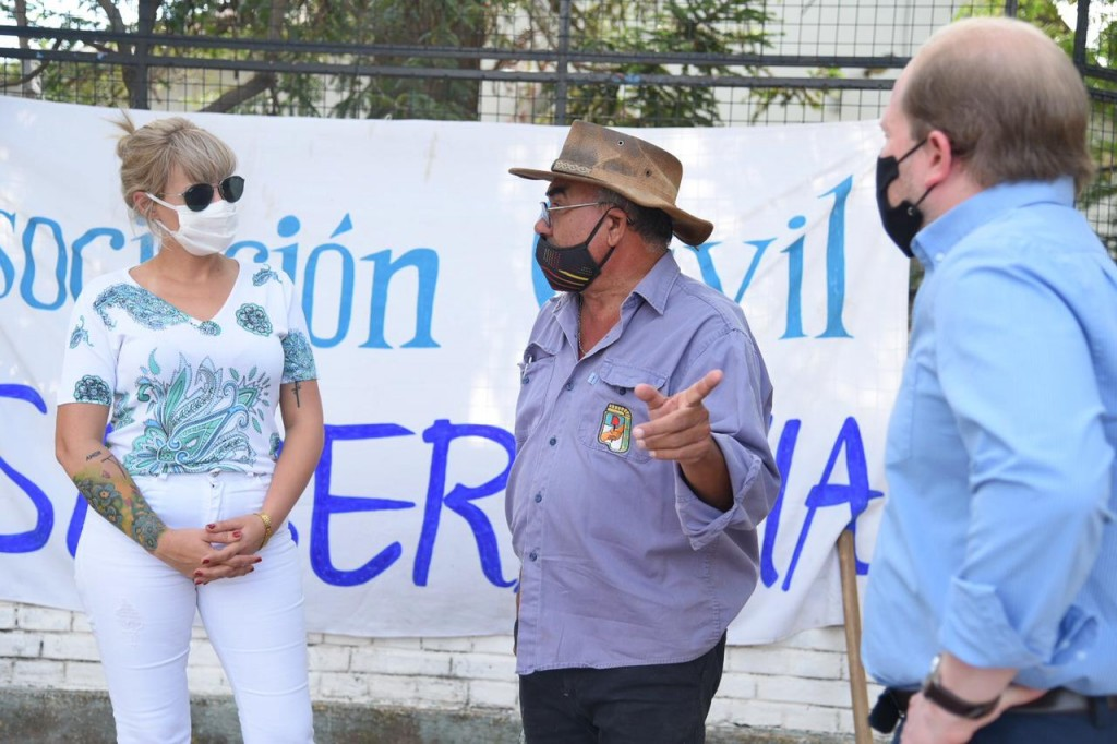 COMENZO LA CONSTRUCCION DE 8 MIL METROS DE VEREDAS EN ESCUELAS DE RESISTENCIA