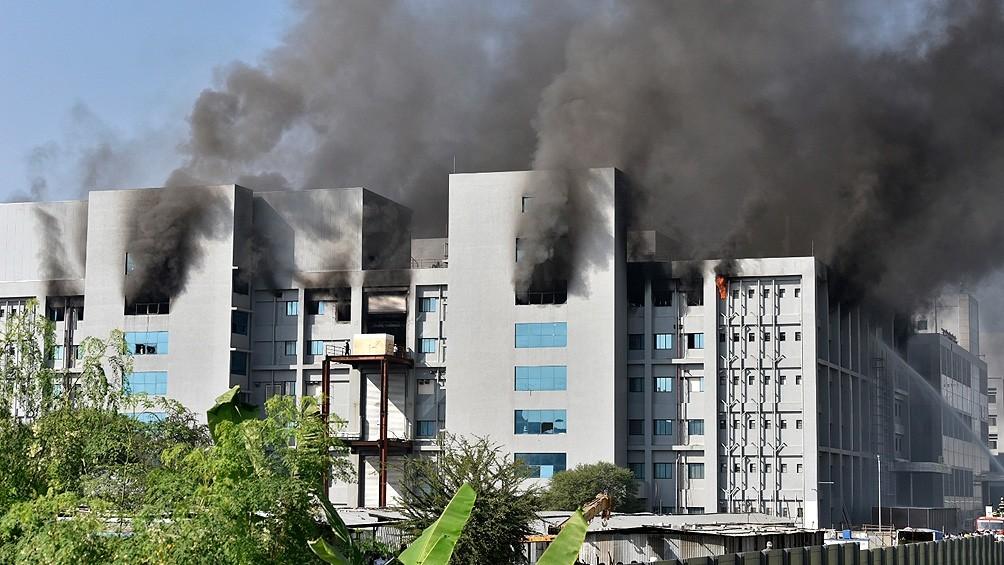 Se incendia una gran planta de producción de vacunas en India