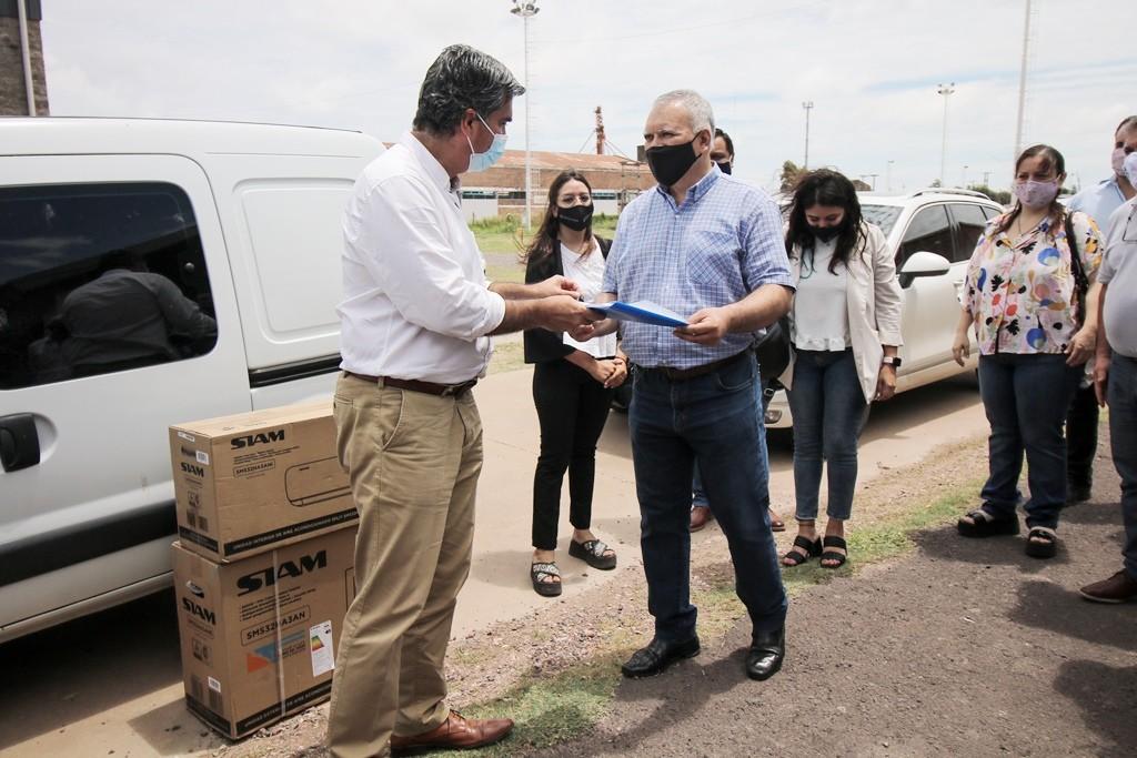 Vehículo y equipamiento para la delegación provincial de trabajo de sáenz peña