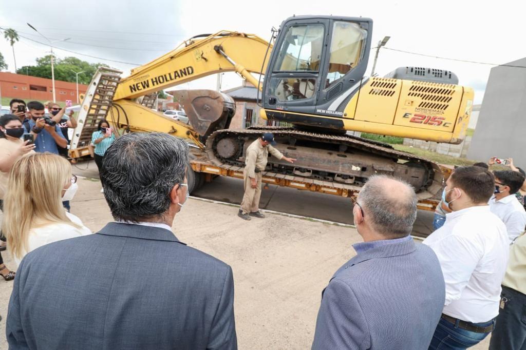 Se entregaron maquinarias y equipamiento para mejorar la calidad de los servicios públicos en Fontana
