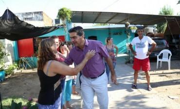Capitanich recorrió el barrio Lotería Chaqueña y acordó plan de trabajo con los vecinos