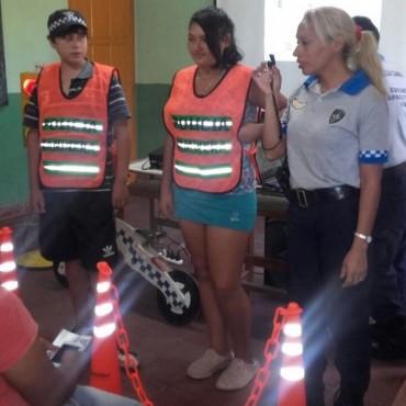 CHARLAS DE SEGURIDAD VIAL Y NORMAS DE TRANSITO EN ESCUELA DEL INTERIOR