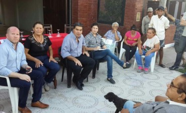 Junto a la Comisión Vecinal, Capitanich coordinó agenda de trabajo en el Barrio Jesús de Nazareth