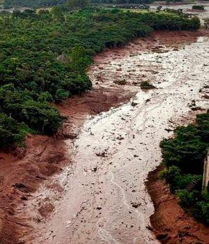 El momento exacto del colapso de la represaque generó la tragedia en Brasil