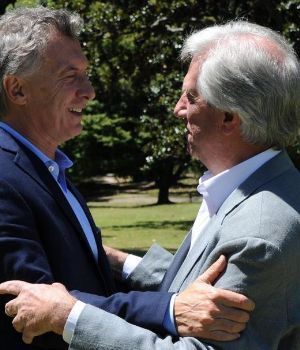 Macri y Tabaré pidieron elecciones