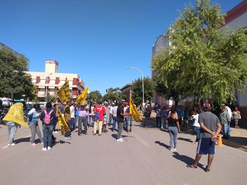 El Movimiento Independiente Juventud y Dignidad se manifestó frente a la Municipalidad de Villa Ángela