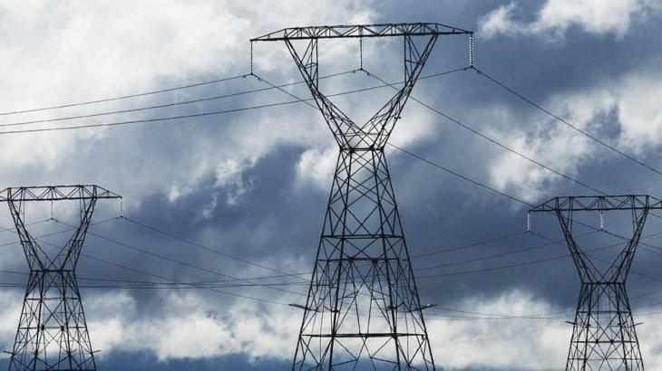 El Gobierno Nacional recorta y pesifica pago a generadoras de electricidad