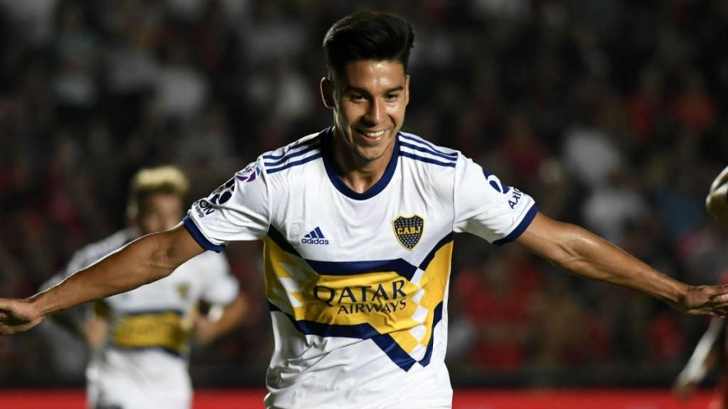 Boca goleó a Colón y sigue en la lucha por el título