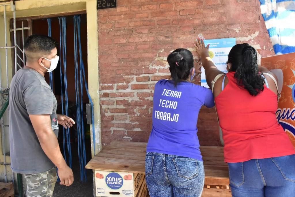 Vecinos y vecinas trabajan junto al gobierno provincial en la campaña de concientización para prevenir la circulación viral