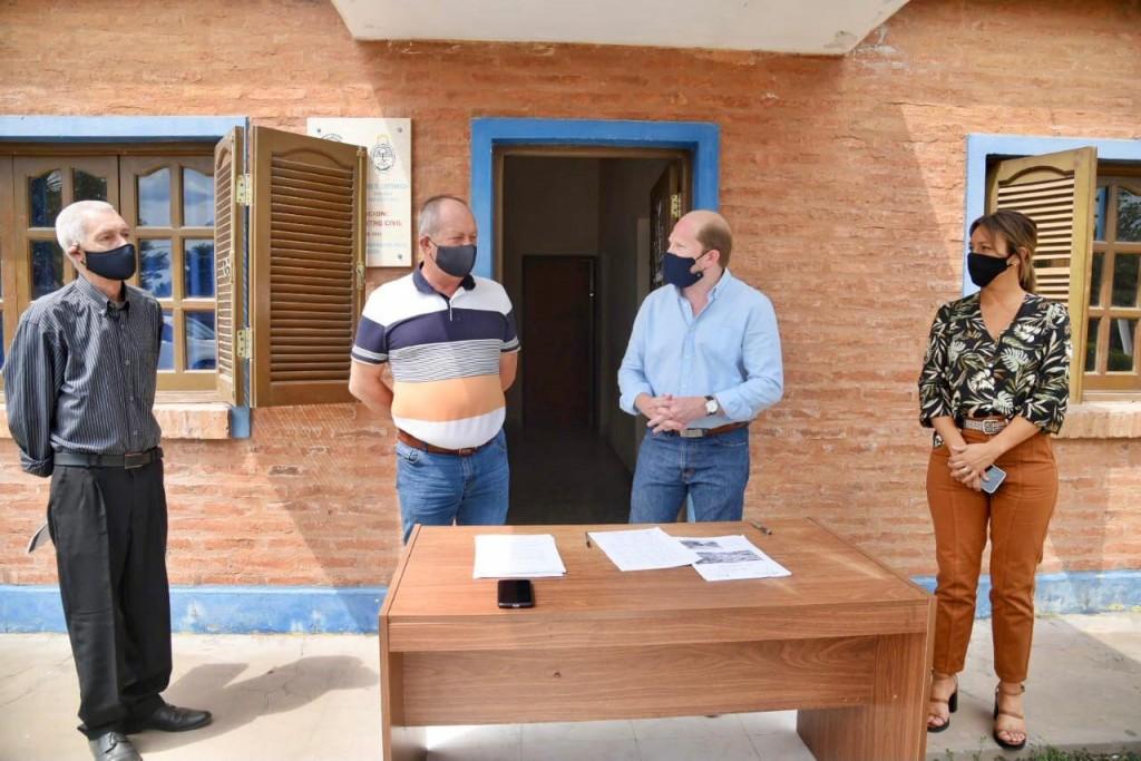 Firman convenio para la refacción del registro civil y la construcción de veredas en la Clotilde