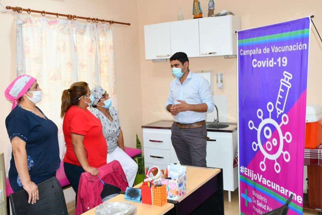 COVID-19: distribuyen dosis para la campaña masiva de vacunación en adultos mayores de 80 años