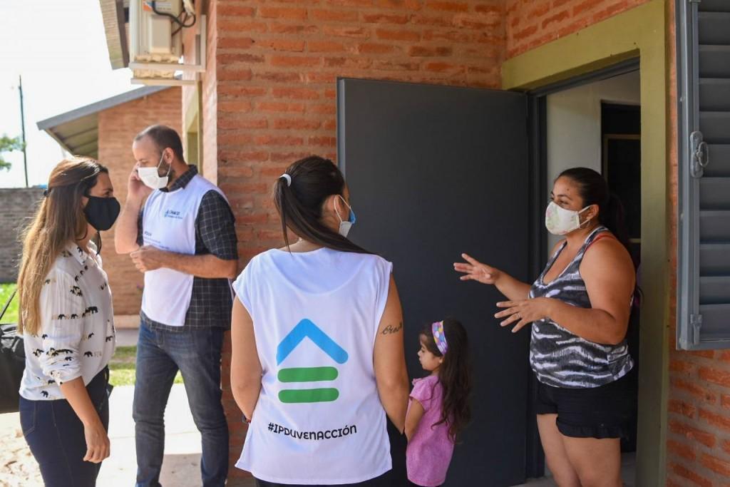 Acceso a derechos: el gobierno provincial entregó viviendas de emergencia para familias chaqueñas