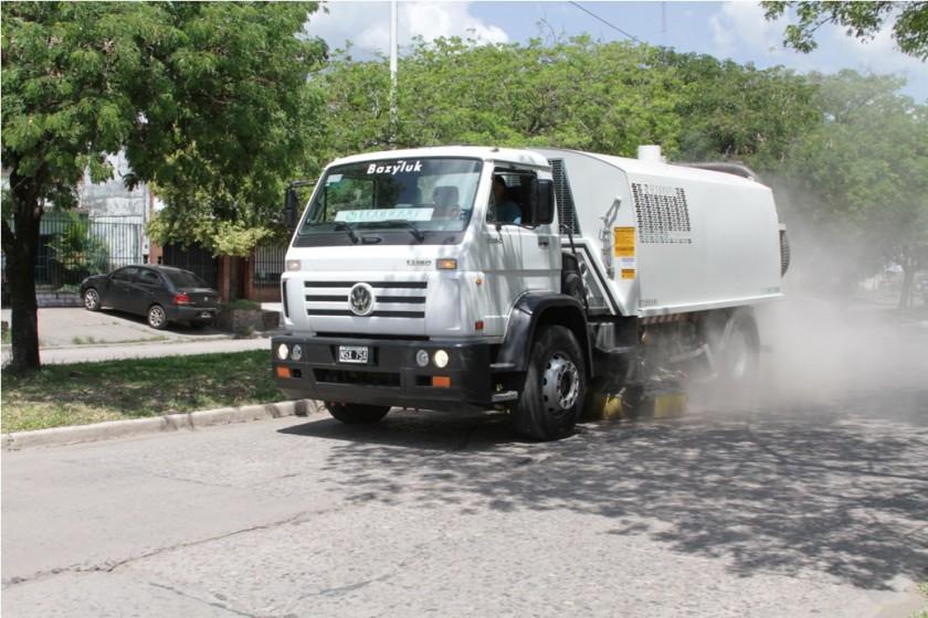 El municipio informa a los vecinos sobre el cronograma de limpieza que ejecutará la barredora mecánica
