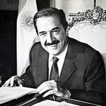 El próximo domingo 12 de marzo cumpliría 90 años el Dr. Raúl Alfonsín.-