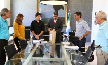 El intendente encabezó apertura de sobres para el pavimento de villa Pegoraro