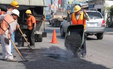 Este jueves 30, el Municipio continúa con trabajos de bacheo