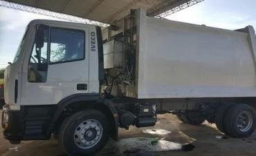 El municipio suma un nuevo camión compactador al sistema de recolección de residuos