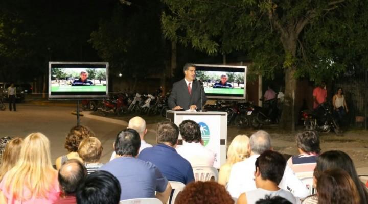 Pavimento en Villa Elisa: Capitanich destacó el ímpetu colaborativo de los vecinos para la ejecución de obras