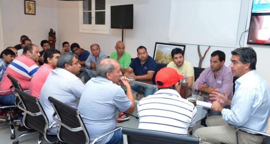 Capitanich conformó una mesa de trabajo permanente con remiseros para mejorar la calidad del servicio