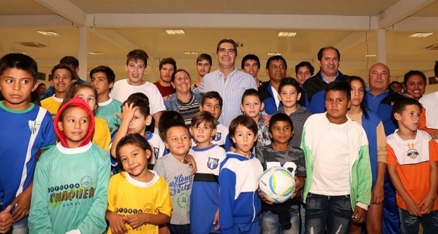 El Municipio entregó elementos a equipos  de la Liga Metropolitana Inter-Barrial Social