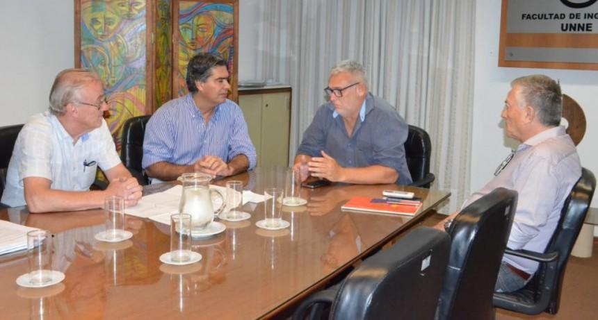 Capitanich e ingenieros de la UNNE analizaron los estudios realizados para implementar el Plan Hídrico Integral