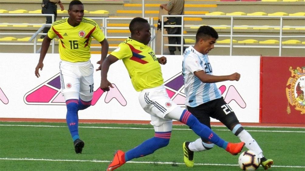 Argentina se recuperó del traspié en el debut con un triunfo ante Colombia