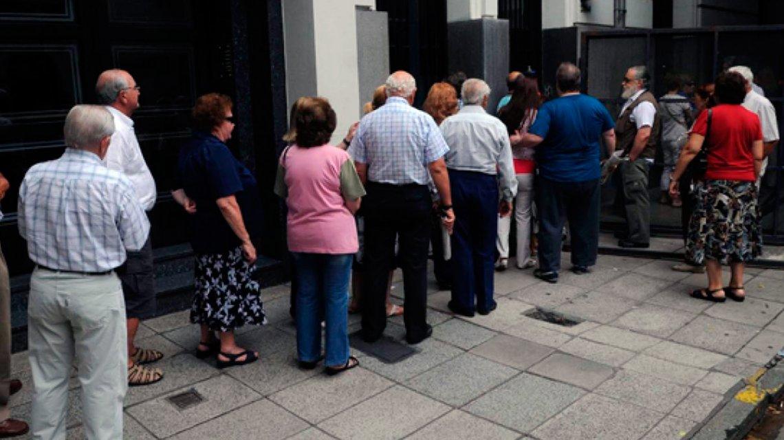 Los bancos abren del 3 al 7 de abril para pagar jubilaciones y asignaciones
