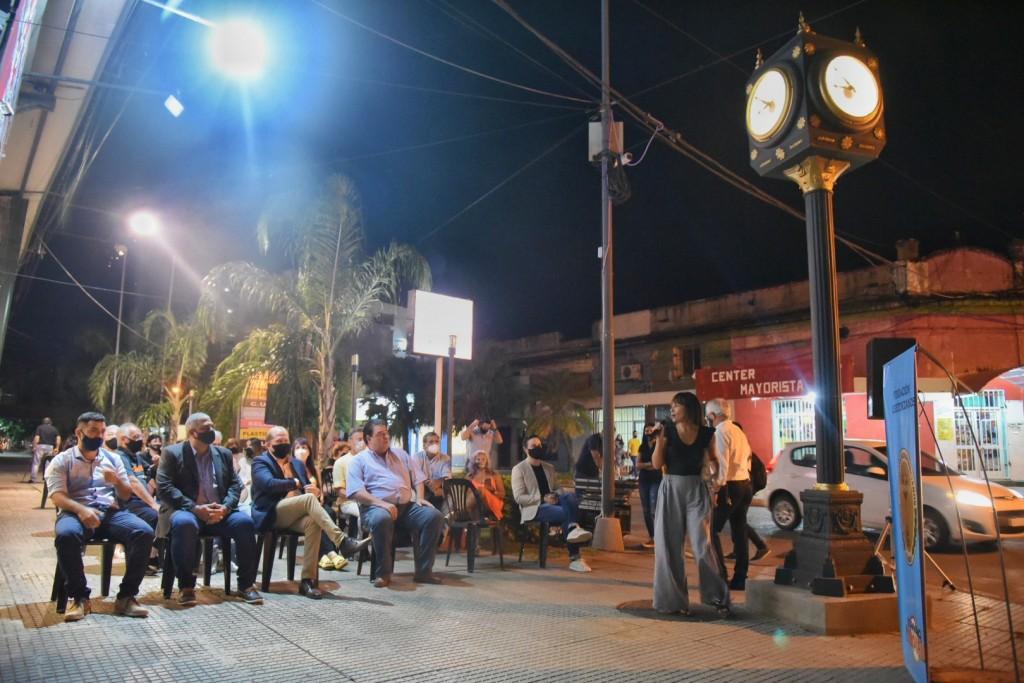 El gobierno acompañó la inauguración del noveno reloj público de Resistencia