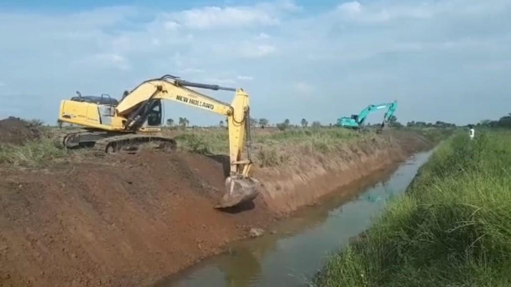 La APA continúa con la limpieza de canales en el sudoeste chaqueño