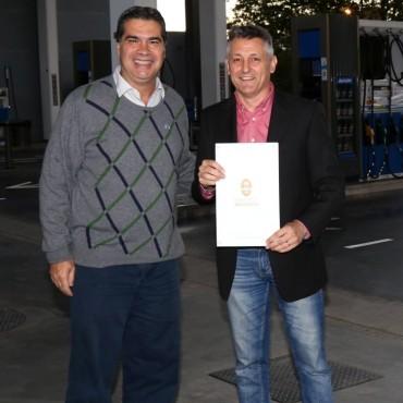 Capitanich recorrió nuevo emprendimiento familiar que brinda empleo a 50 familias de Resistencia