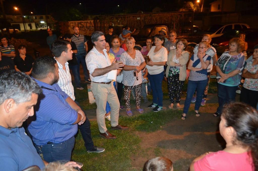 Junto a vecinos, Capitanich coordinó la concreción de obras estructurales en el barrio Güiraldes