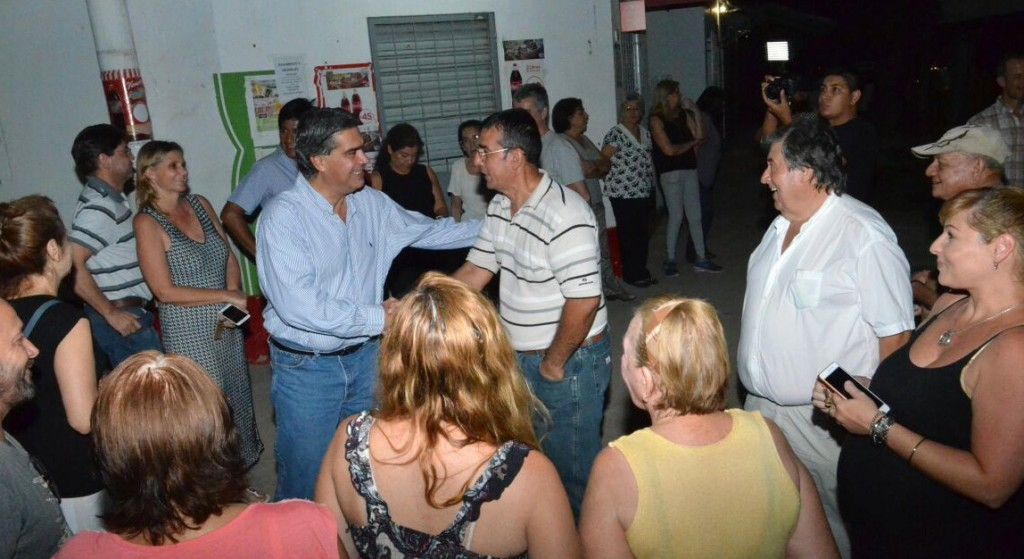 Capitanich y vecinos de Villa San Martín diagramaron trabajos de desagües y planificaron obras de pavimento
