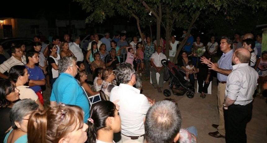 Financiamiento compartido: Capitanich presentó la propuesta a vecinos del barrio San Miguel y de Villa Aeropuerto
