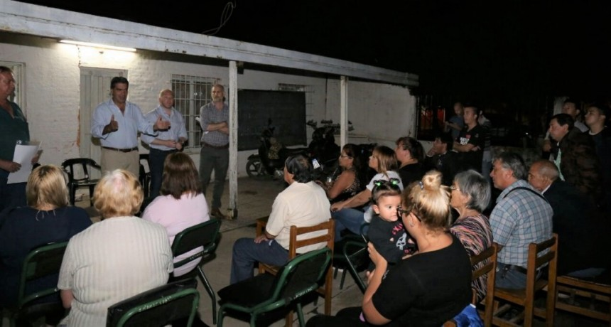 Vecinos del Barrio Independencia se interiorizaron sobre obras de pavimento a través del financiamiento compartido
