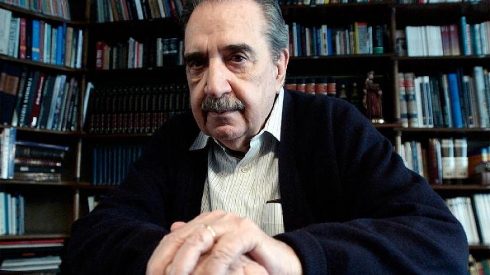 Evocaron al ex presidente Alfonsín en la Recoleta, bajo el lema