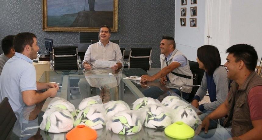 """El municipio presentó la tercera edición de la maratón solidaria del merendero """"La Casita del Árbol"""""""